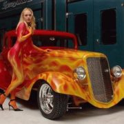 Woman_Airbrush_Body_Painting_With_Classic_Car