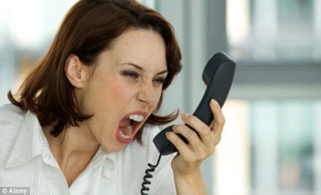 izmenyaet-razgovarivaet-po-telefonu